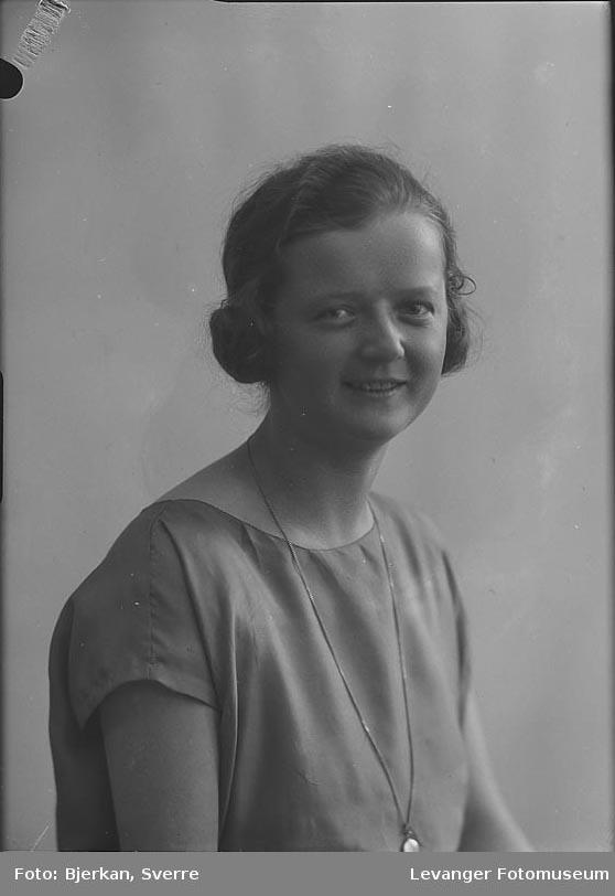 Portrett av Sigrid Holthe