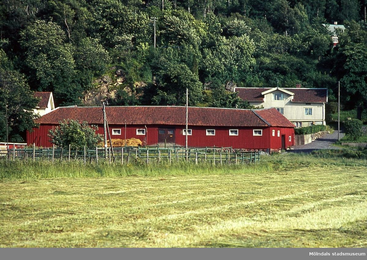 Bebyggelse på Pottegården 2 i Kärra, Mölndal, år 1967. Kä 1:28.
