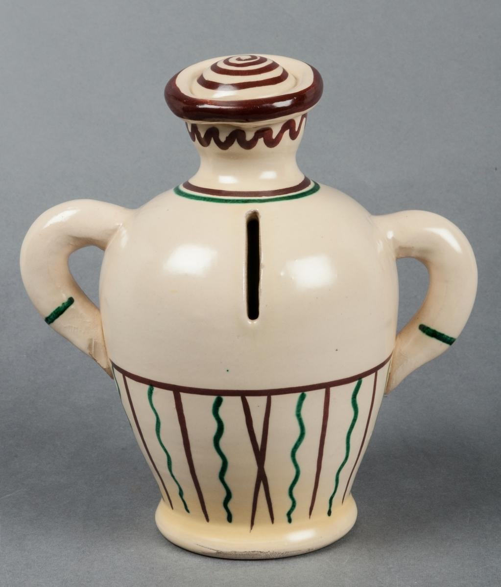 Sparbössa i form av gubbe, Bo Fajans, formgivare Eva Jancke-Björk. Beigefärgad bottenglasyr med dekor i brunt, grönt och gult. Modell: 3507