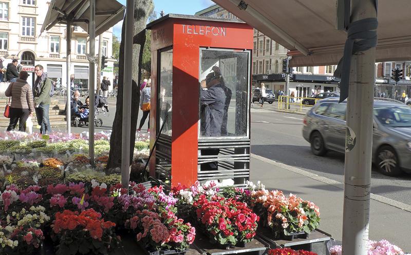 Den verna telefonkiosken på Majorstua var den siste med summetone i Norge. (Foto/Photo)