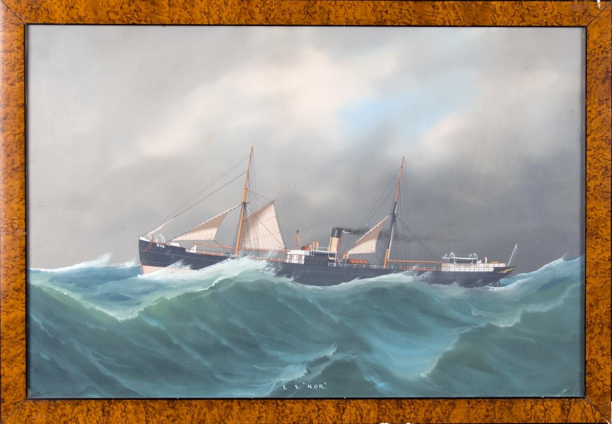 Skipsportrett av DS NOR på åpent hav i uvær.