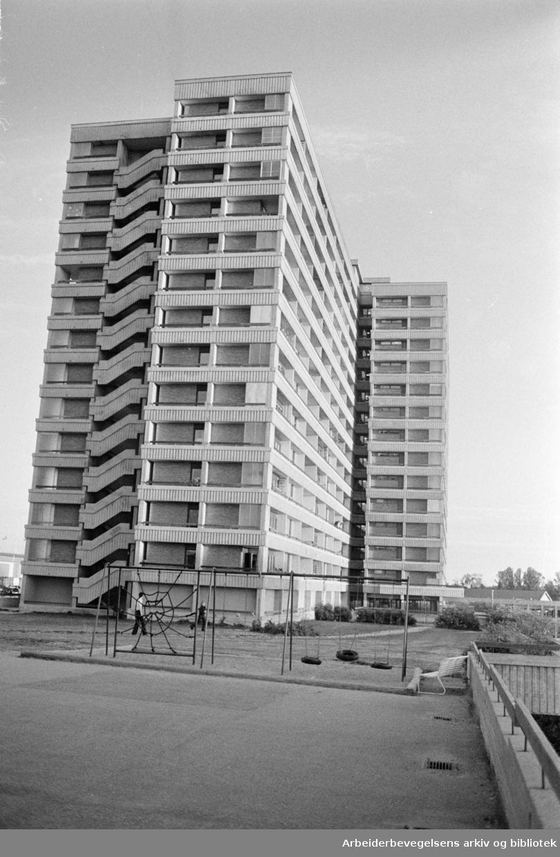 Tveita. Høyblokker. Juni 1976