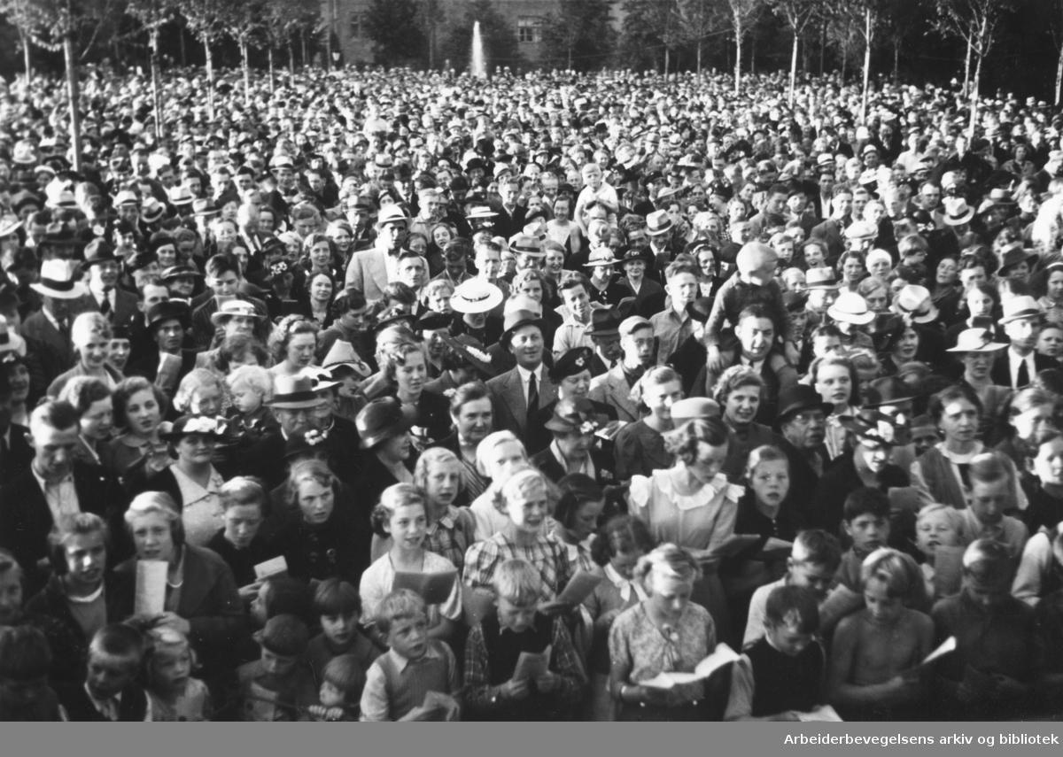 Allsangmøte i Thorshovparken 1938