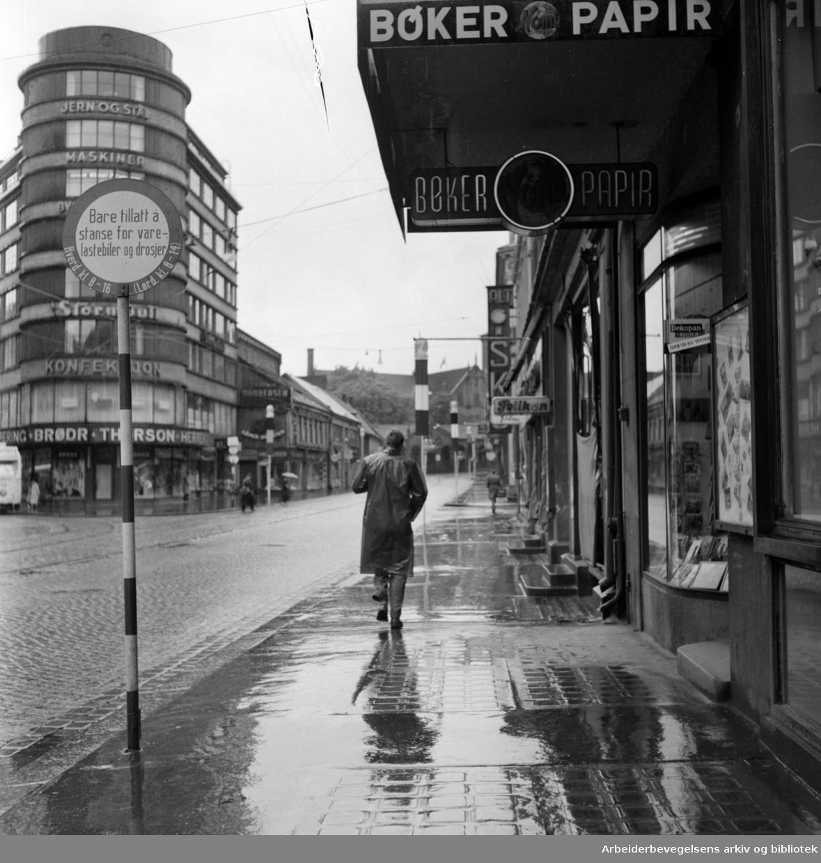 Storgata i regnvær. Juni 1957