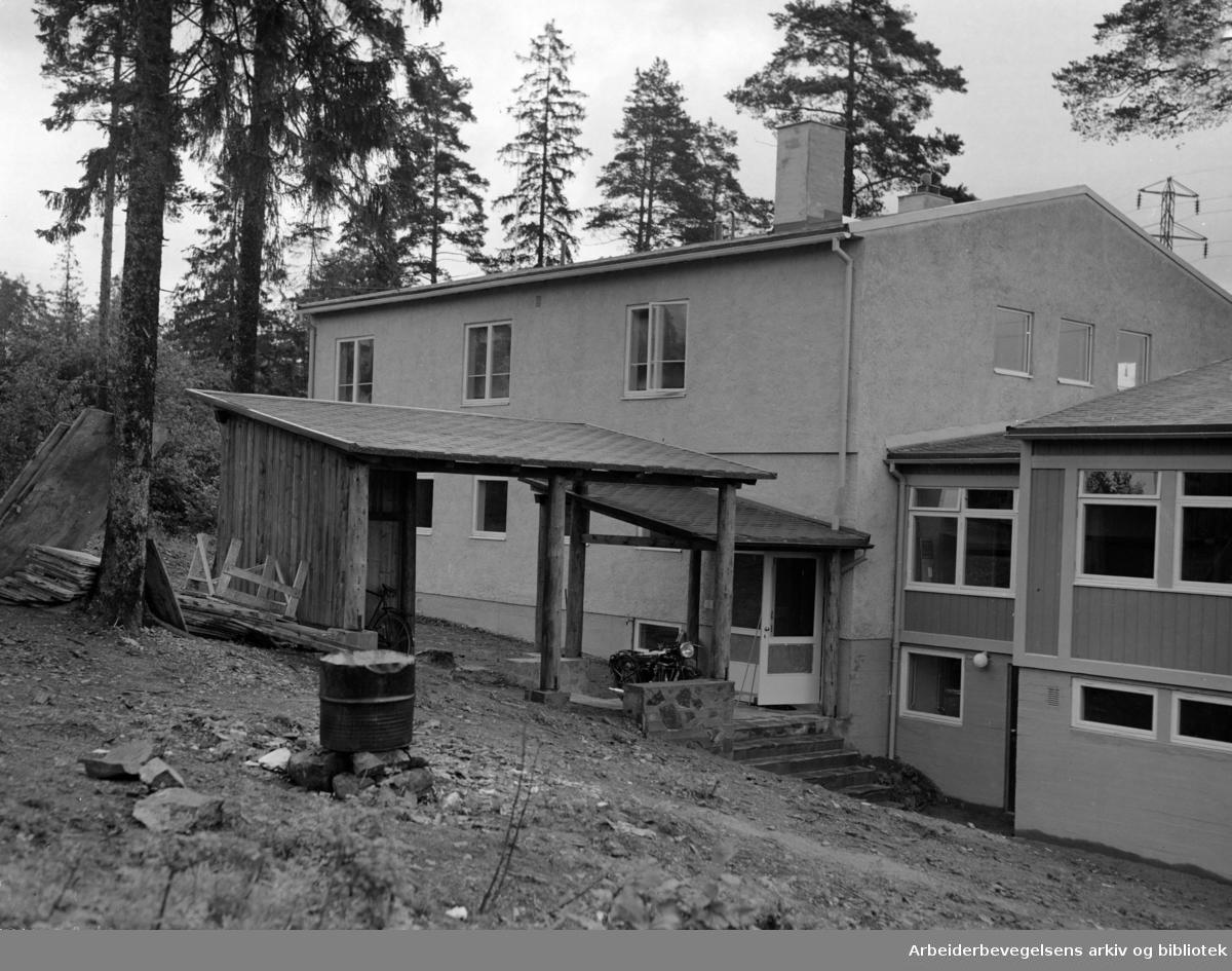 Sogn Barnehjem for miljøskadde barn. eksteriør. Juli 1954