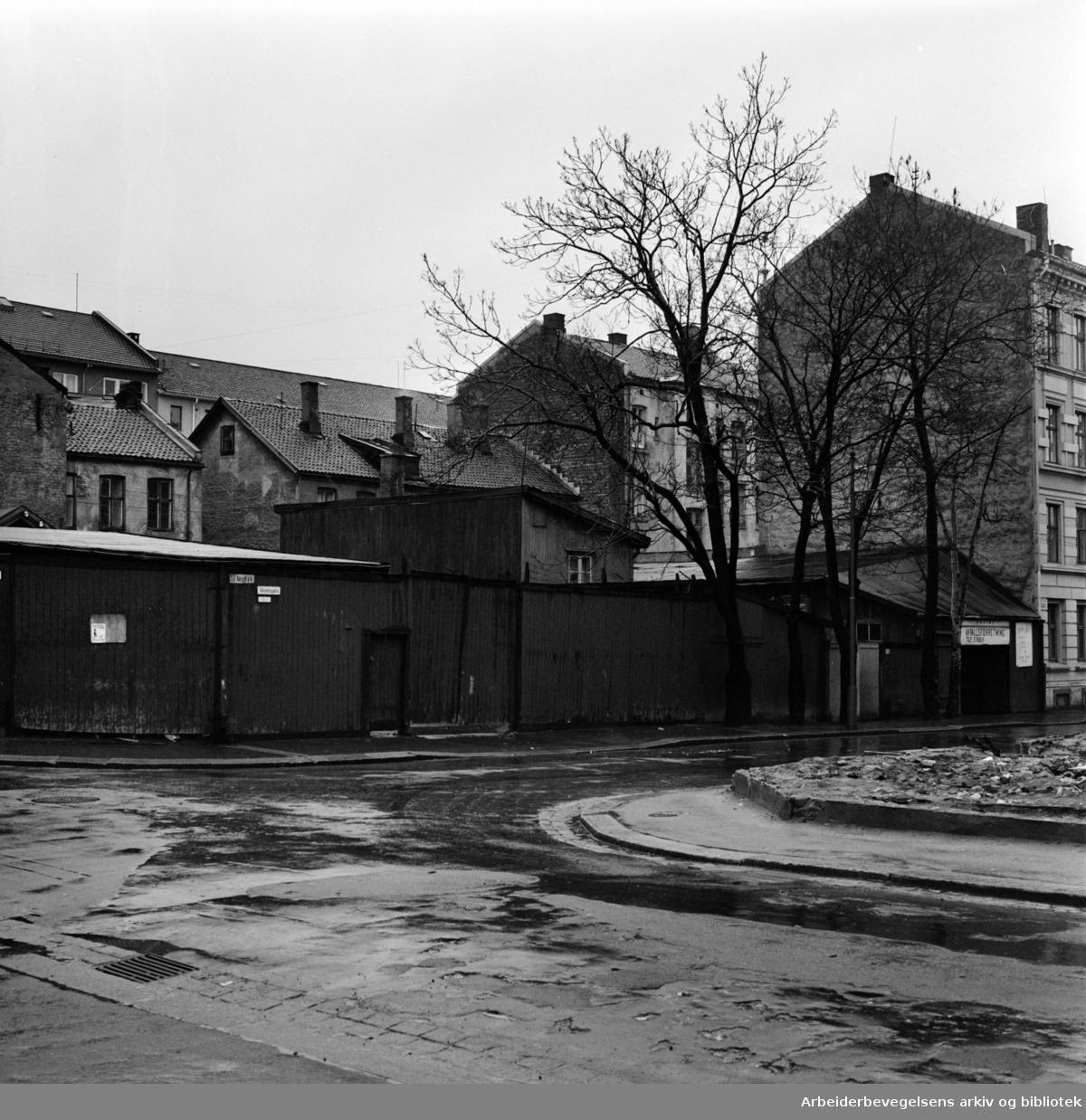 Sagene. Kvartalet - Hjørnet av Skiensgata, Mogata og Kristiansandgata 14. skal rives og bebygges av OBOS..November 1961