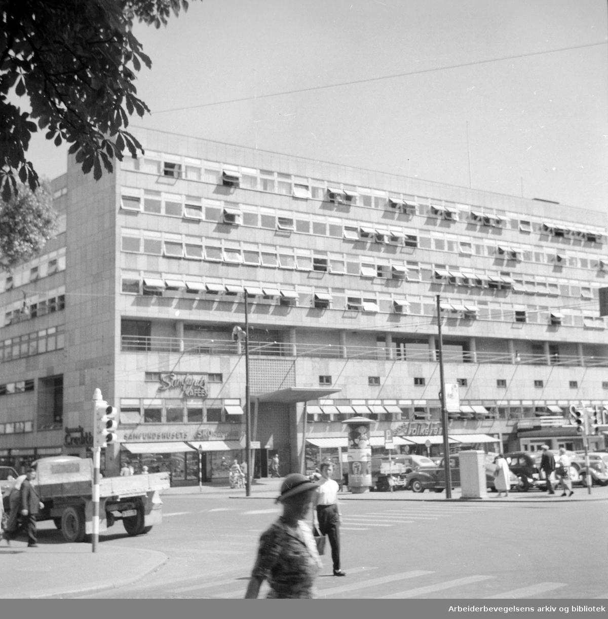 Samfunnshuset. Eksteriør. Juli 1956.