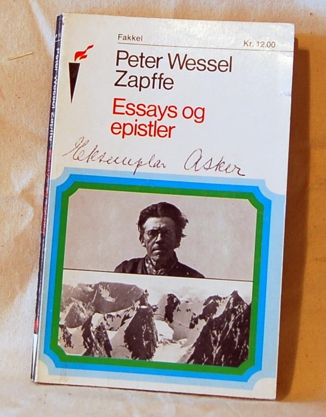 2 eks. av boken (A og B) Trykt visittkort fra forlaget ligger inni boken (A)