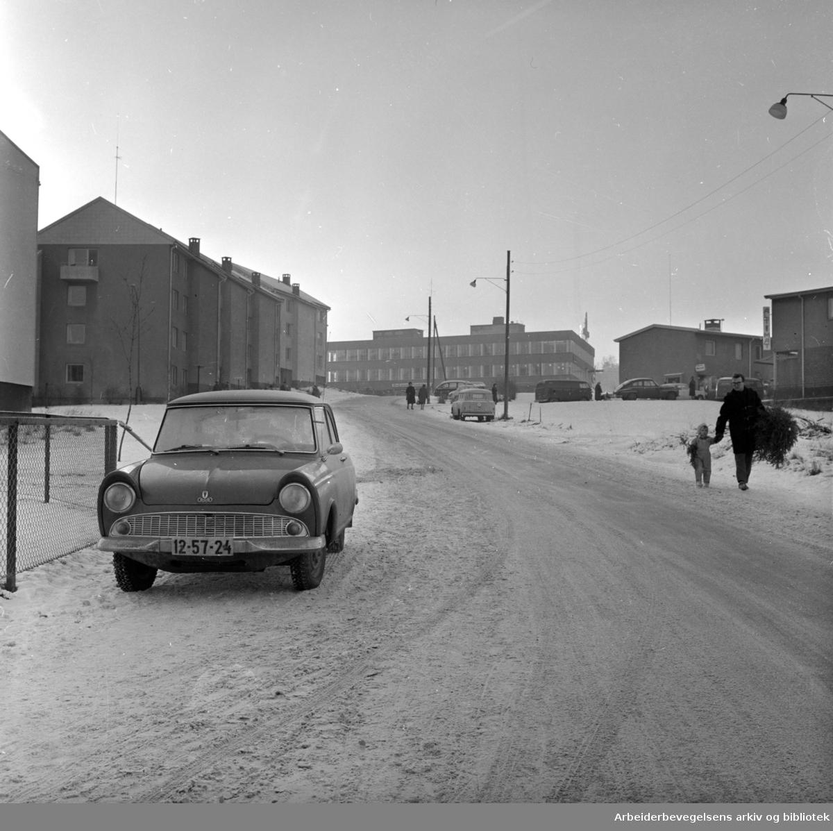 Byggveien. Sett nedenfor krysset Byggveien/ Havreveien. Desember 1965