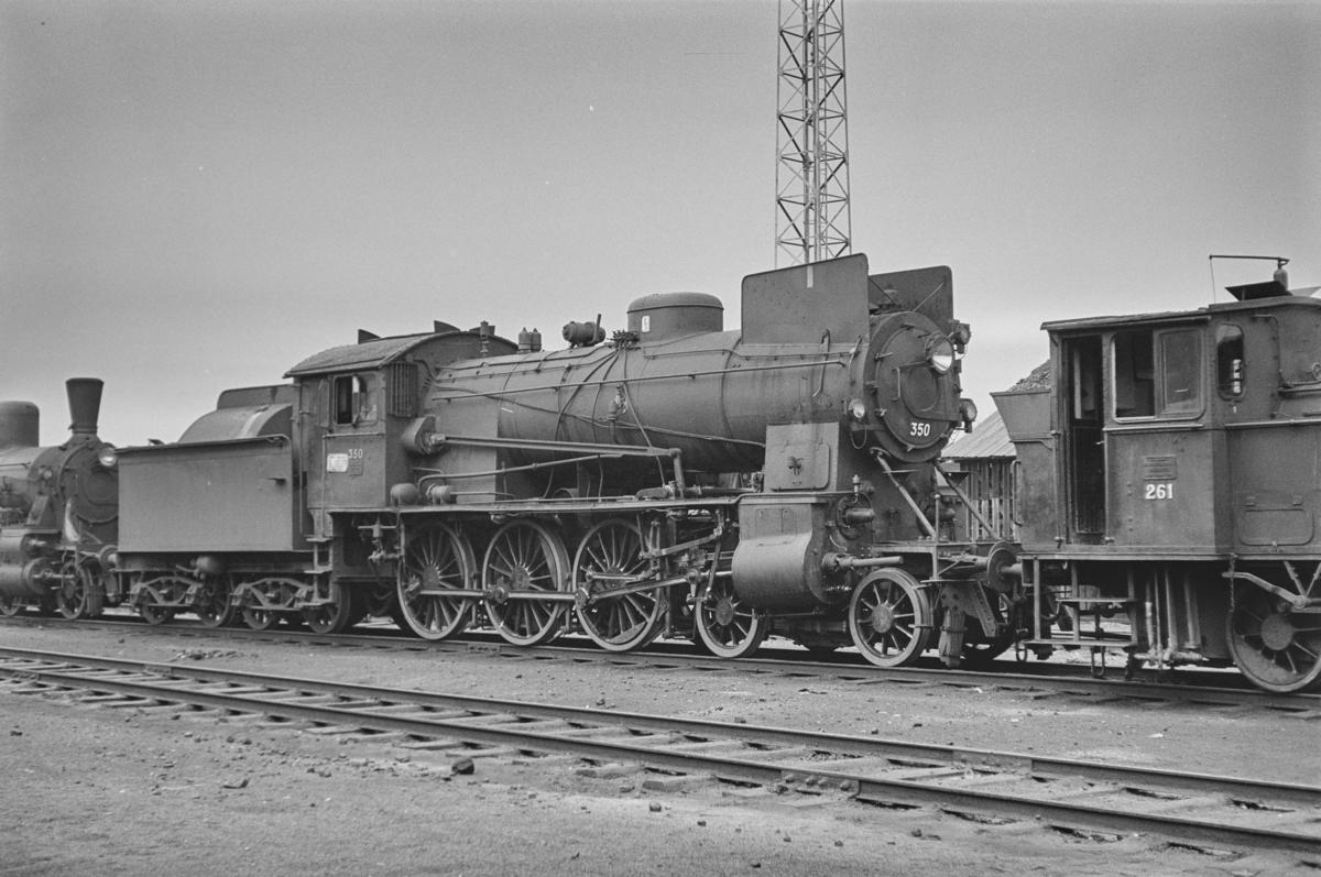 Hensatt damplokomotiv type 30b nr. 350 på Marienborg Verksted.