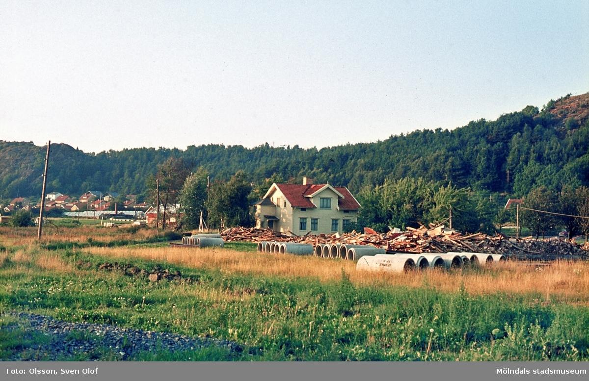 Sörgården 2 i Toltorp, Mölndal, år 1968. Ladugården är riven.