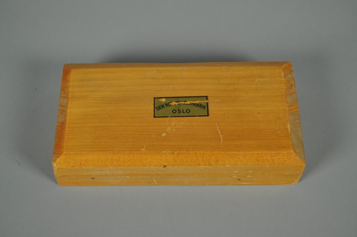 Kasse med 9 vektlodd