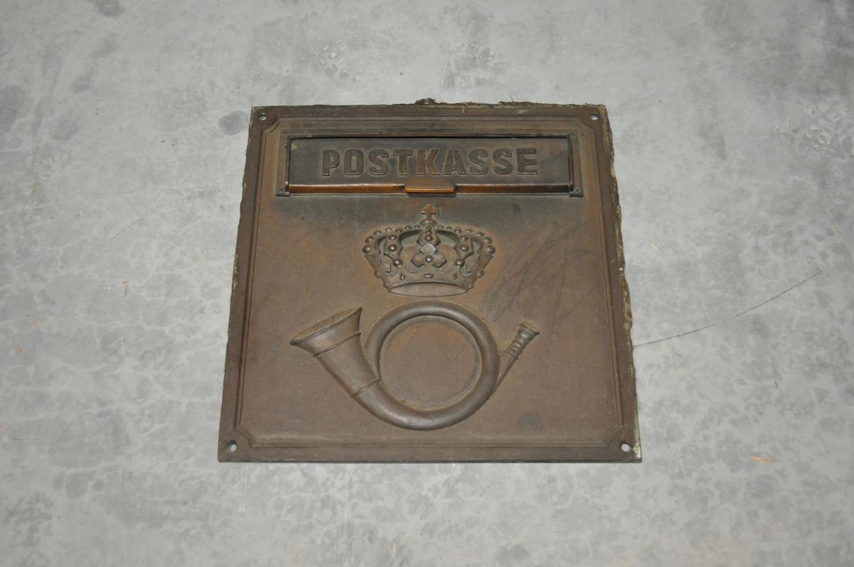 Postinnkast for montering i vegg