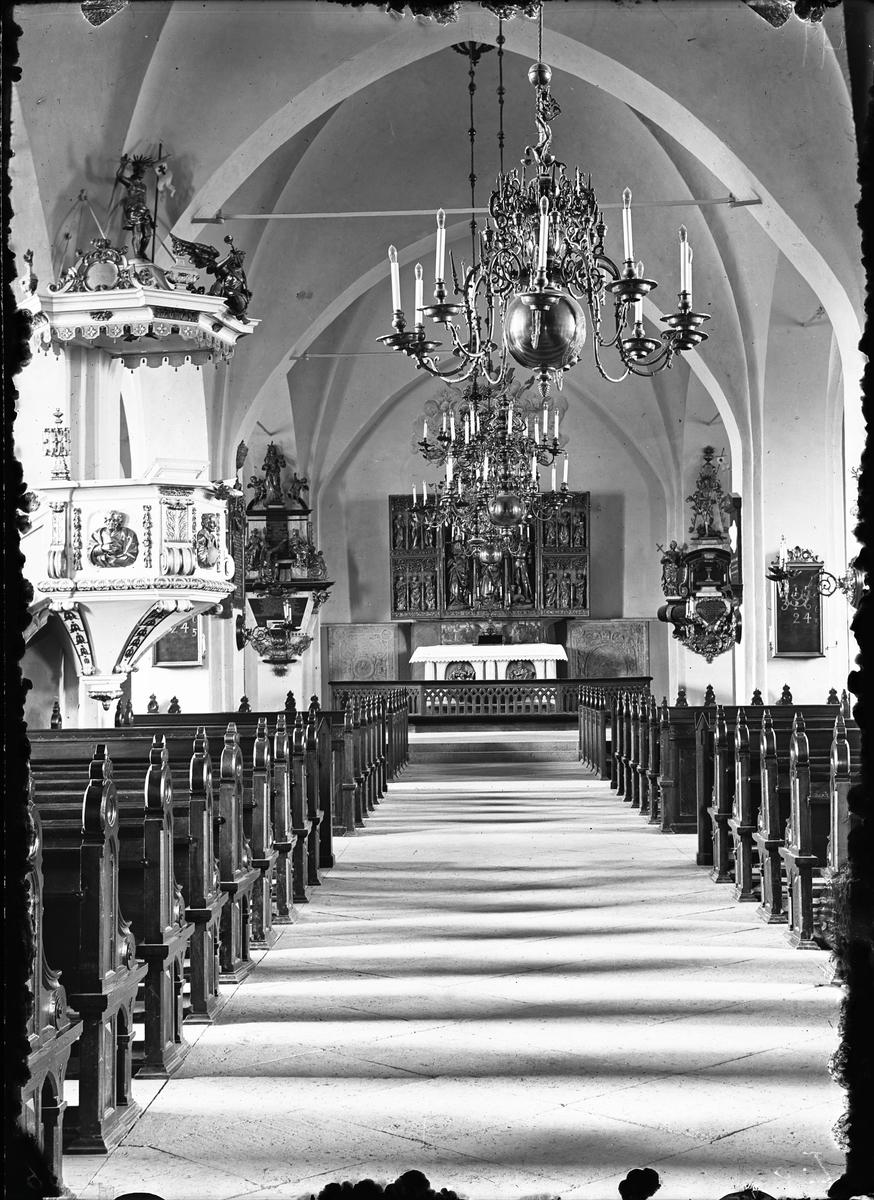 Interiör Köpings kyrka.