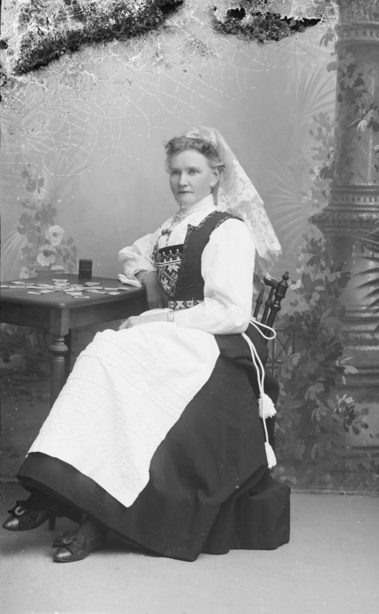 Portrett av Johanne Hauff f i 1855. I protokollen gis adressen Parkveien 27, Kristiania. Dette var også adressen i folketellingen for 1900.