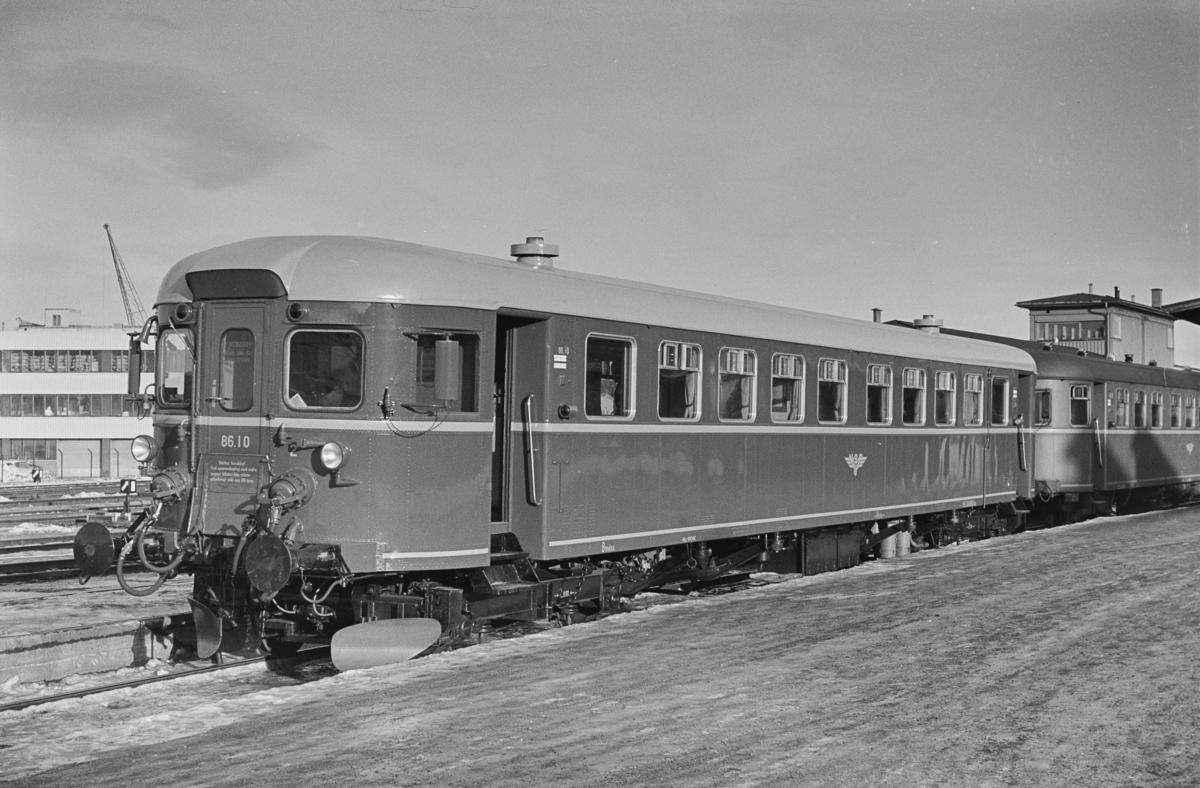 Motorvogntog på Trondheim stasjon. Fremst i toget nyrevidert dieselmotorvogn BM 86F 10.