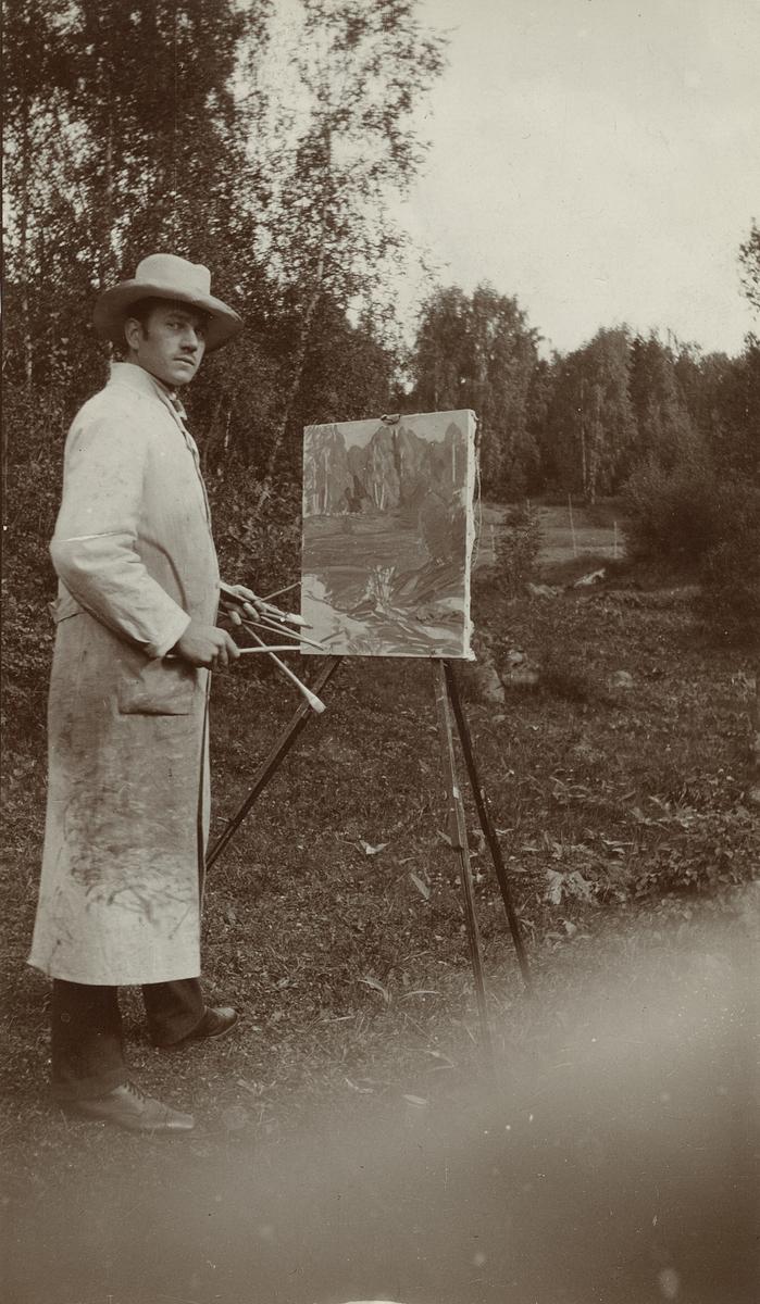 Maler ved staffeli