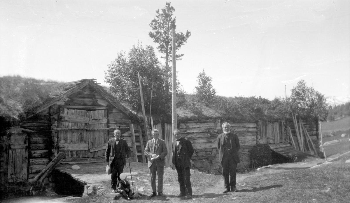 Bjorlihaugen, Bjorli Fire karer og en unge på lovebrua på Bjorlihaugen