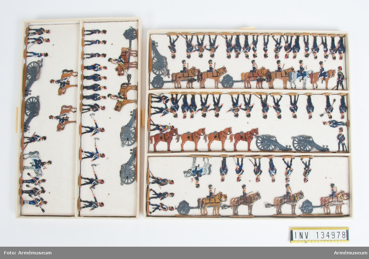 Artilleri från Bayern från Napoleonkrigen. Två lådor med figurer. Fabriksmålade.