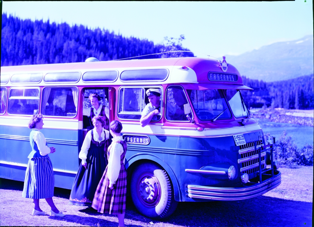 E-15635 Volvo B638 1954 mod. reg 08.03.54 med Larvik Karosseri var en staselig buss som vakte oppsikt.