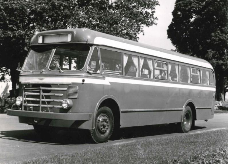 Her er den første lettmetallbussen som JVB anskaffet fra VBK. Det var en Volvo B 617 reg. i juli 1956 og hadde 33 sitteplasser. Reg.nr. E-15541.