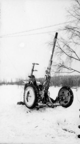 Automatkanon m/1940, 20 mm, i rörlig luftvärnslavett.
