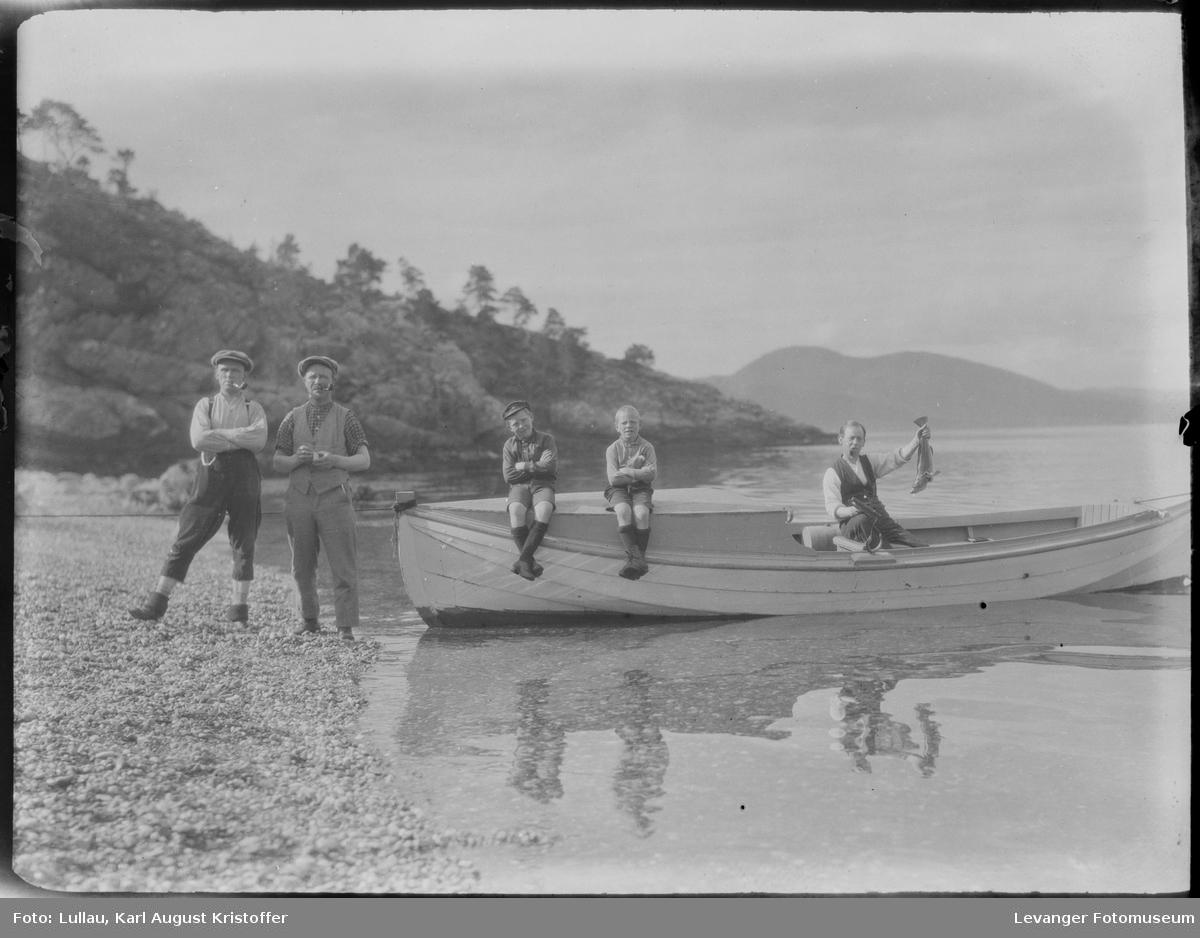 På fisketur Karl Lullau til venstre.