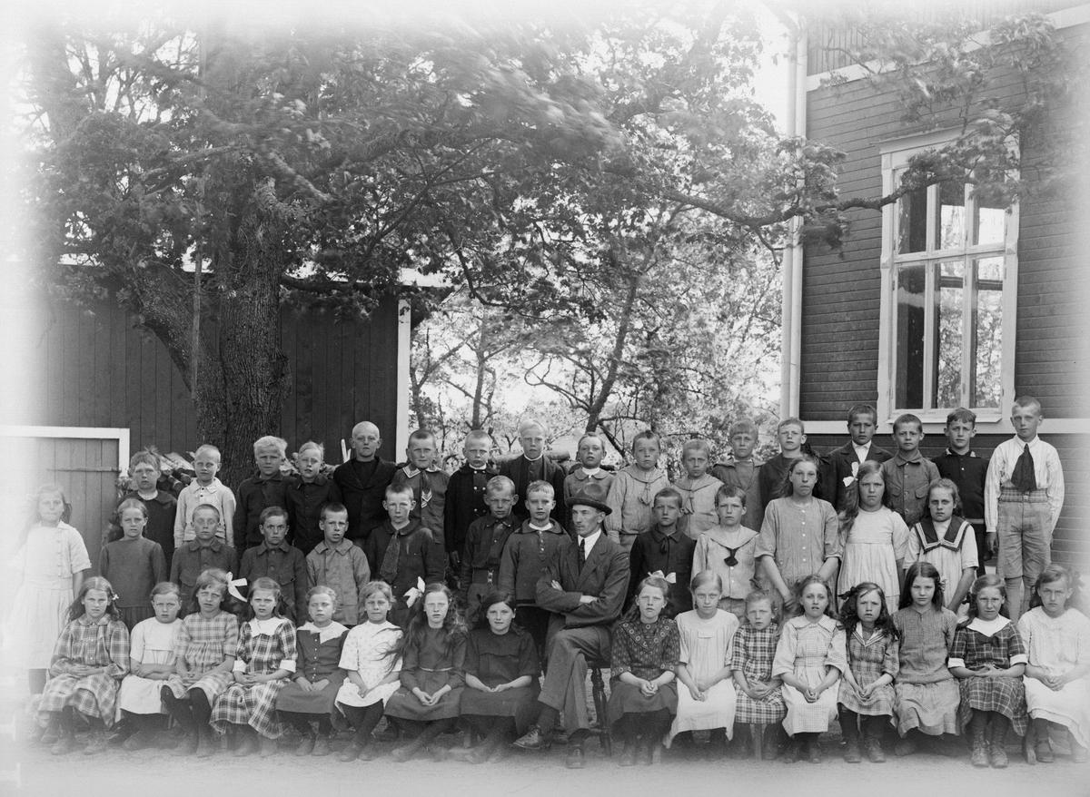 """""""Alvägers skolbarn i Fröslunda"""", Altuna socken, Uppland 1922"""