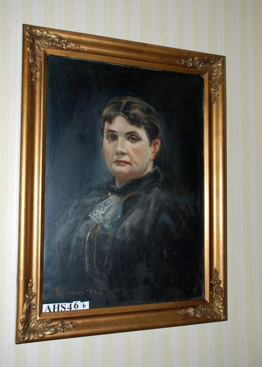 Gullramme med blader i hjørnene. Portrettmaleri etter foto. Forestiller Magdalene Fasmer, født Tornøe (1853-1909).