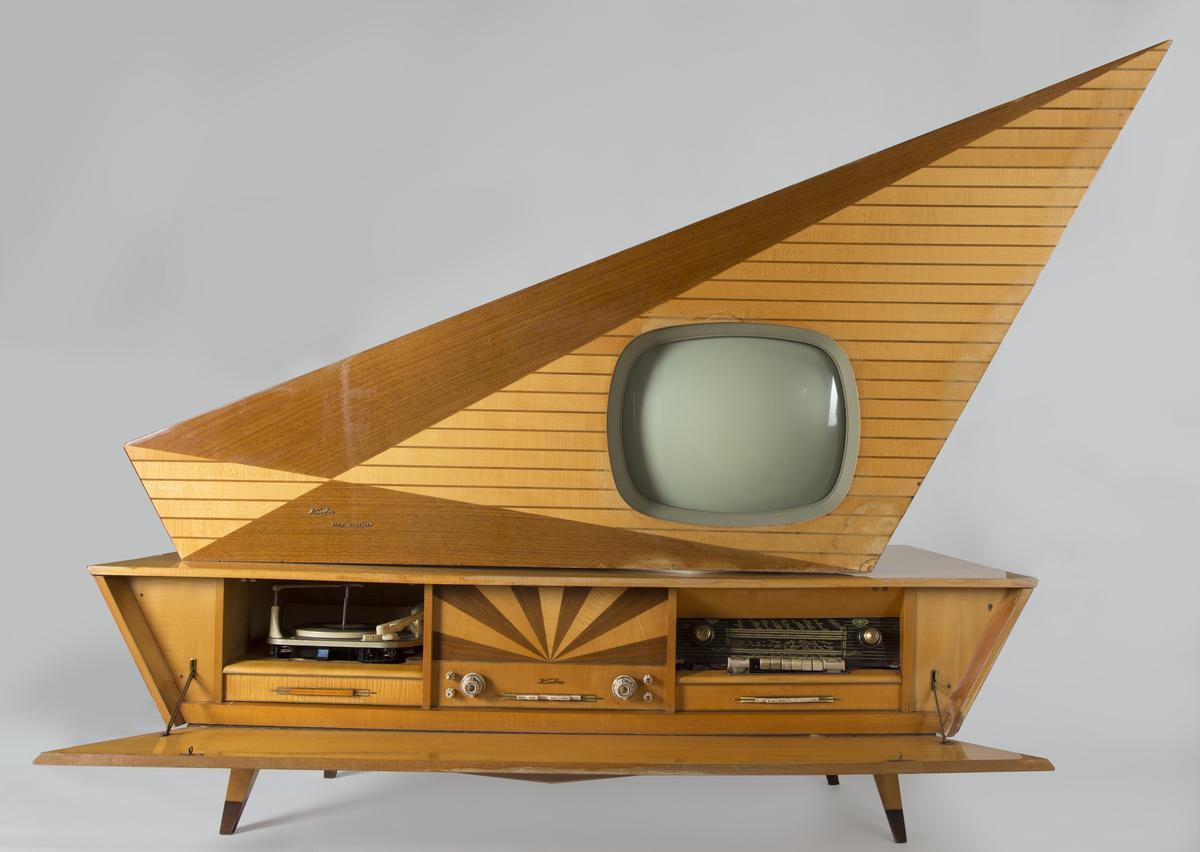 Kombinert radio, tv og platespiller med geometrisk utforming.