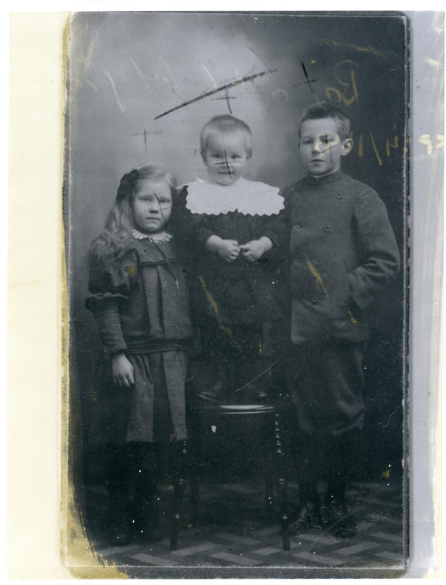 Barna til fotograf Lie.