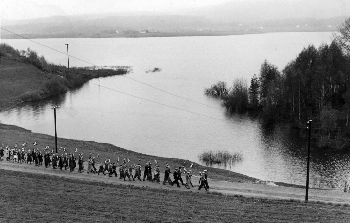 17. mai-toget ved Evja i Sand i 1934. Foto: Carl Müller.
