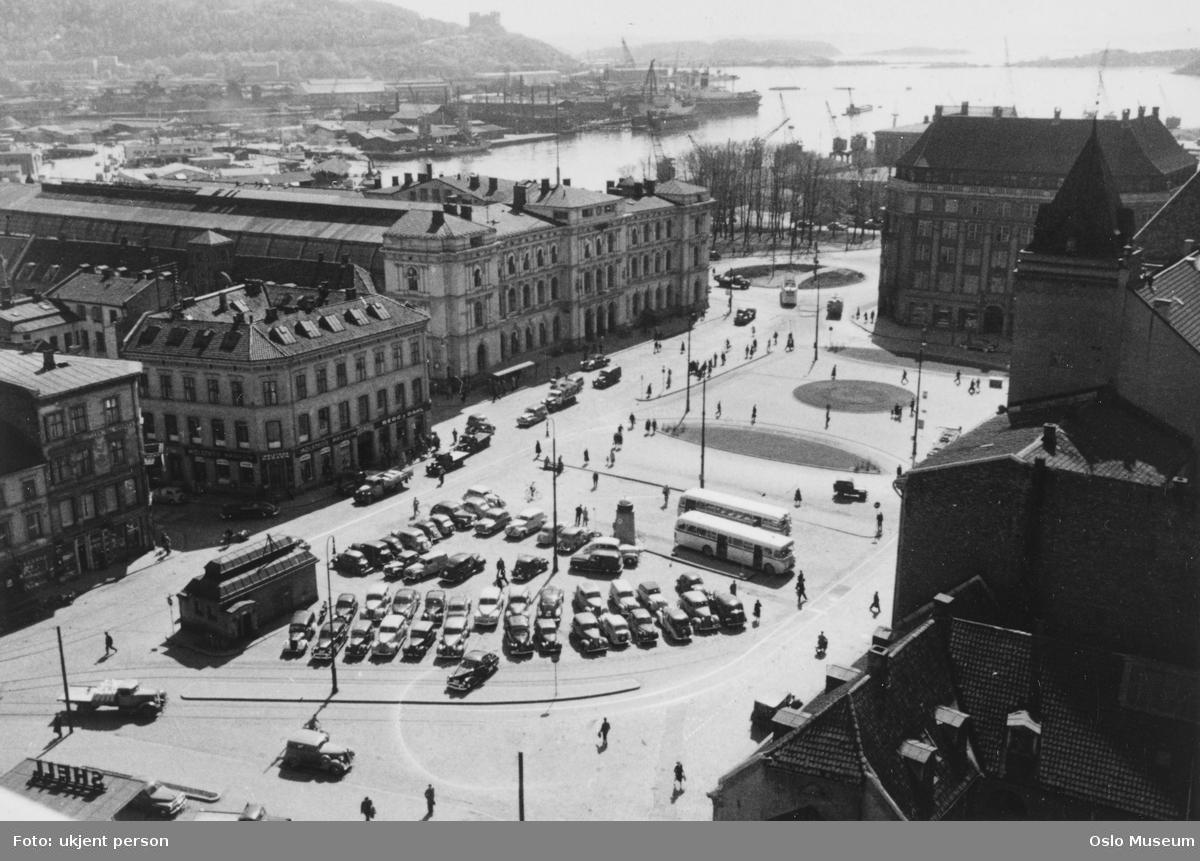 utsikt, torg, parkeringsplass, biler, busser, Østbanestasjonen, forretningsgårder, park, Nylands verksted, havn, fjord