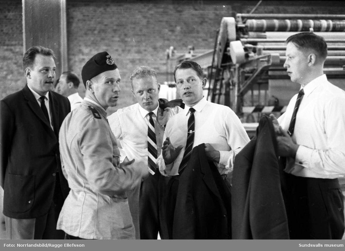 Personal från Remington på studiebesök vid Ortvikens pappersfabrik.