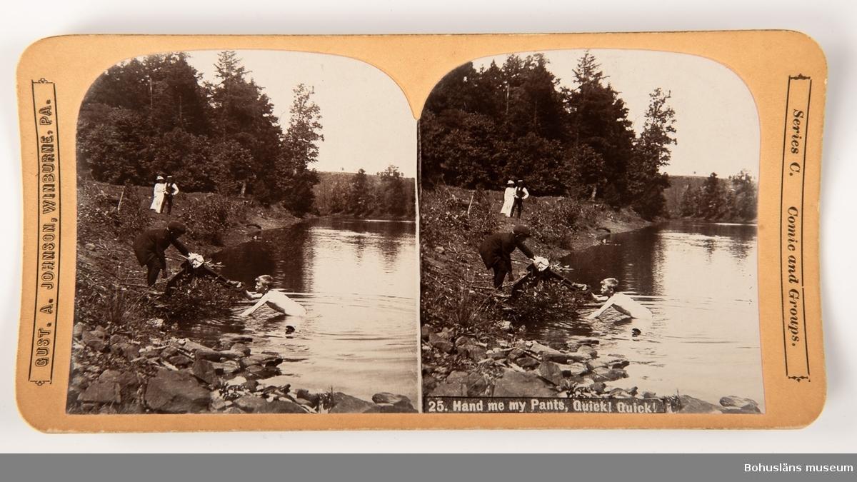 """Ett av 37 sv/v fotografier  - med dubblerade bilder - på kraftig kartong med olika motiv, humoristiska, sedelärande, topografiska eller upplysande.  Samhör med stereoskop med ögonskydd i trä, uppfällbart handtag i svarvat trä och med skjutbar bildhållare, UM027506:001. Påtryckt text eller text i relief. Format: 175 x 89 mm enligt följande: 5 st Popular Series  - UM027506:002-006 8 st """"International view Co., Photographers and Publishers,  Home Office and Works, Decatour, Illinois, USA """" - UM027506:007-014 1 st """" International view Co, Decatour, Illinois, USA""""  - UM027506:015 1 st """"GUST. A. JOHNSON. CLEARFIELD, PA. Series Comic and Groups."""" - UM027506:016 17 st """"GUST. A. JOHNSON, WINBURNE. PA. Series C. Comic and Gropus."""" - UM027506:017 -033 5 st """"GUST. A. JOHNSON, WINBURNE. PA. Series A. Sweden samt Series B, Unites States."""" - UM027506:034-038"""