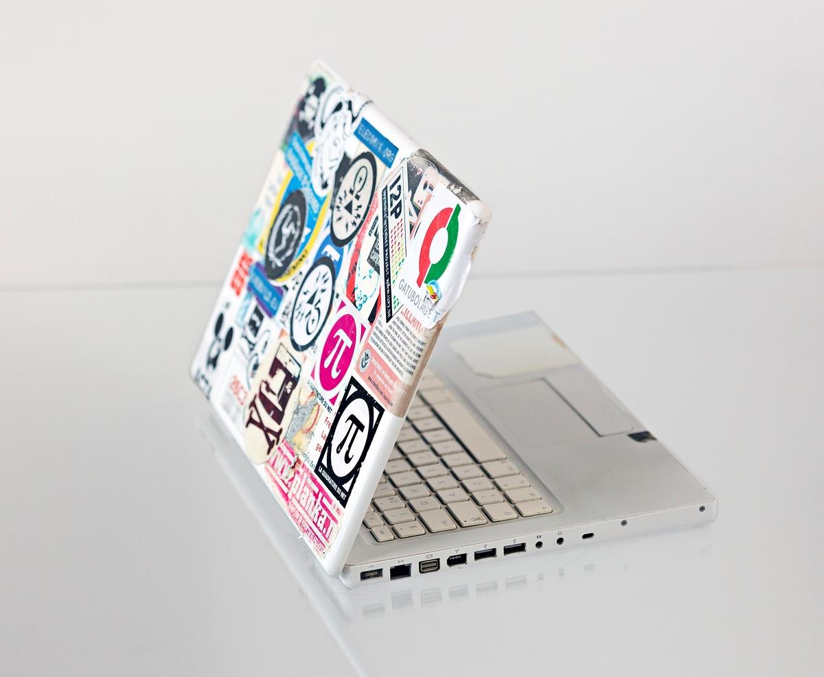 Bärbar persondator av typ MacBook. 2,0/2x512/80/Combo:White saknar batteri.