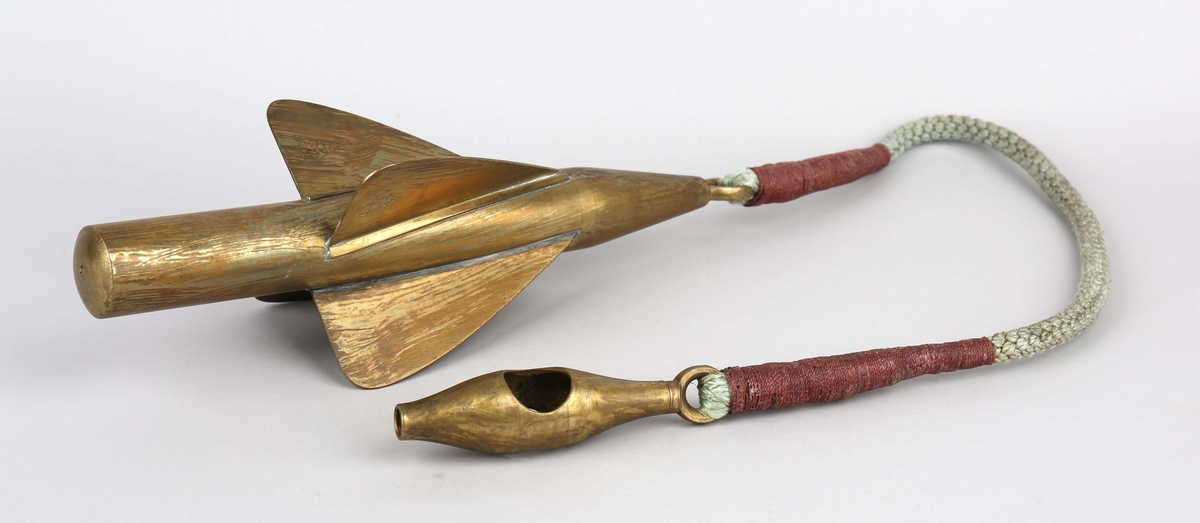Slepelogg i tre deler uten line.  Propell, rotator med tau og krok, del av slepelogg.
