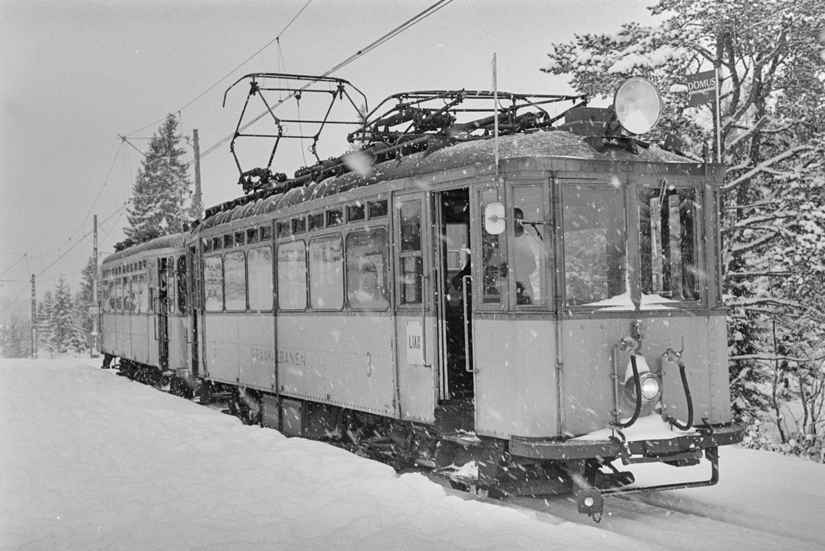 Gråkallbanens motorvogn nr. 3 med tilhenger.