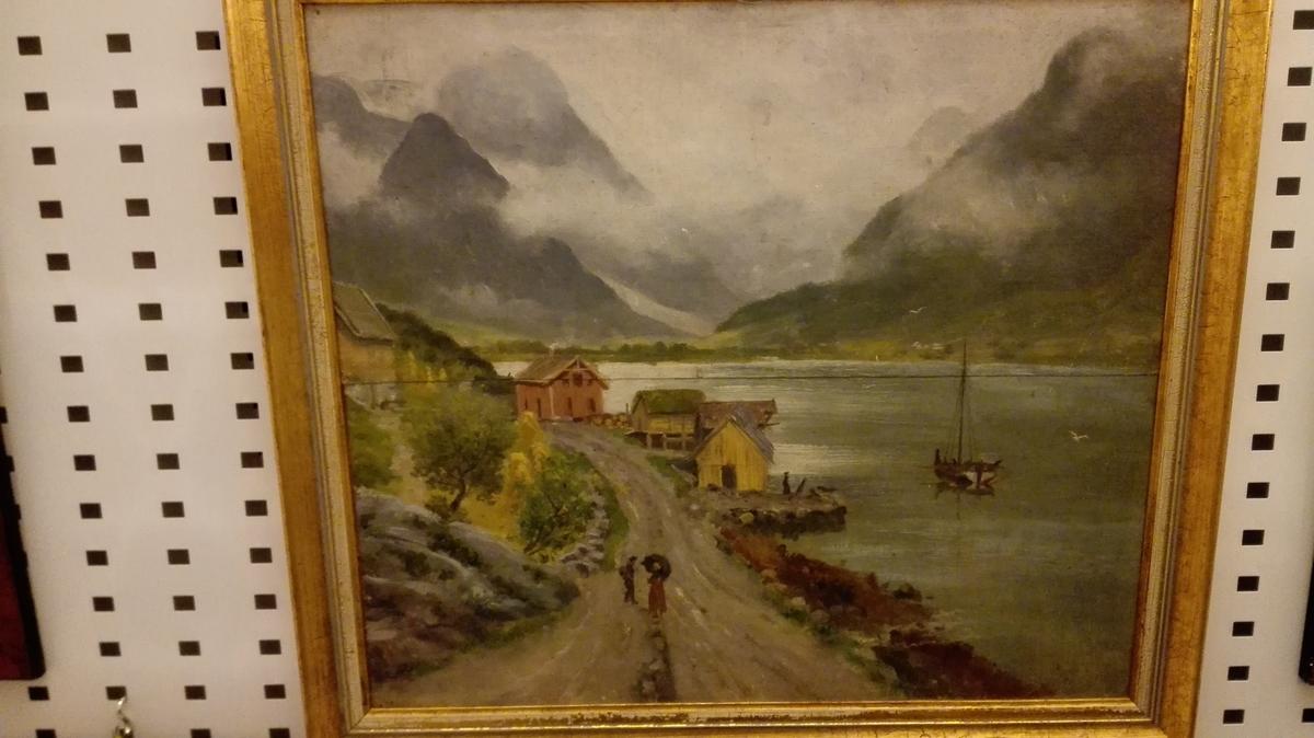 Fjord/fjellmotiv. Tr. frå Vetlefjorden.