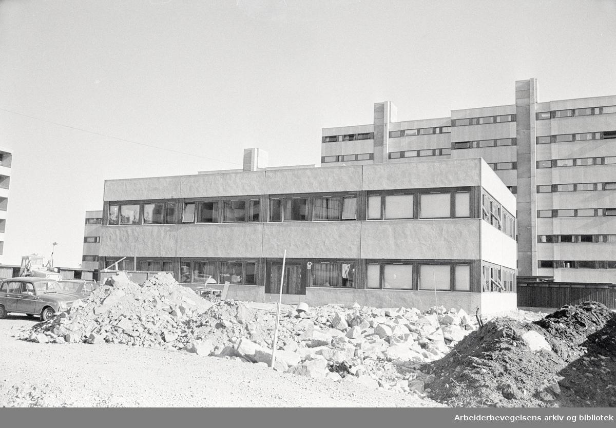 Romsås: Pendlerhotellet.Juni 1973