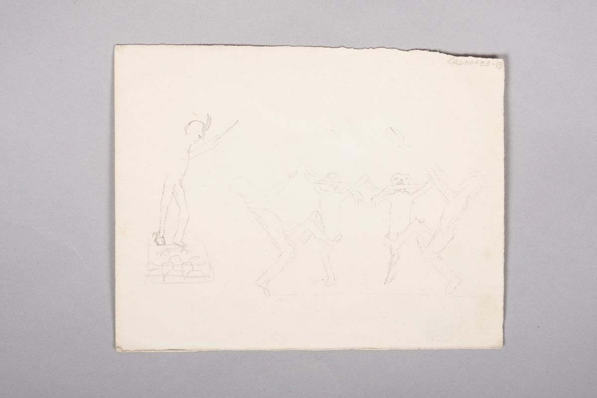 Brakkeinteriør med køyesenger, bord og krakker. En figur lener seg inn i øverste køye der det ligger en fange.