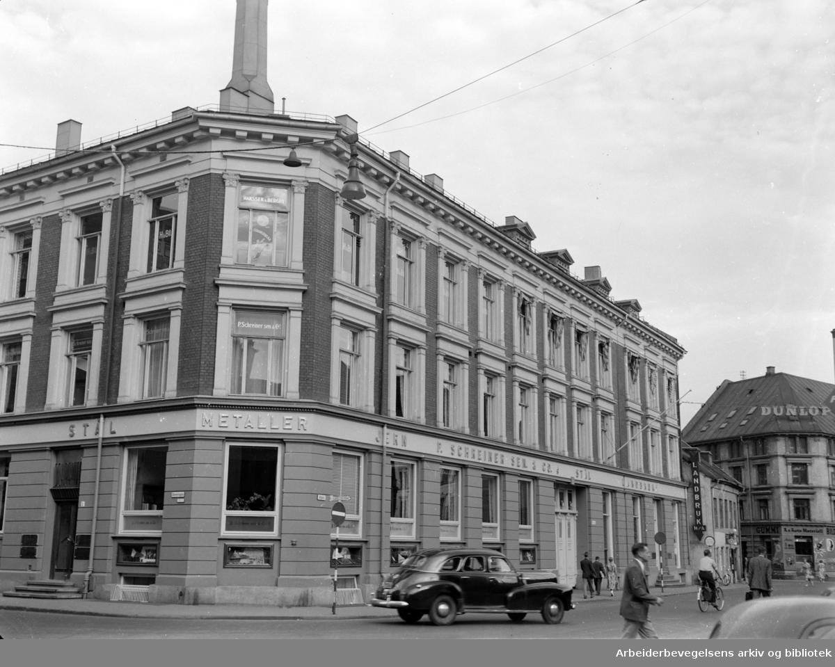Nygata. Hjørnet av Stenersgata. August 1955