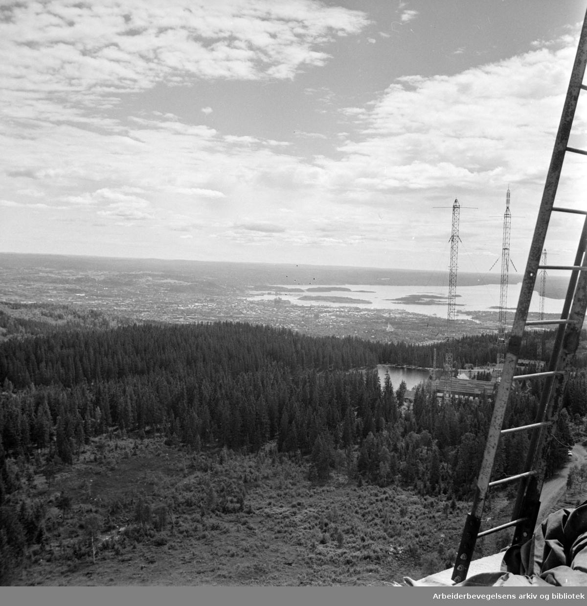 Nordmarka: Utsikten fra det nye tryvannstårnet. Juli 1962