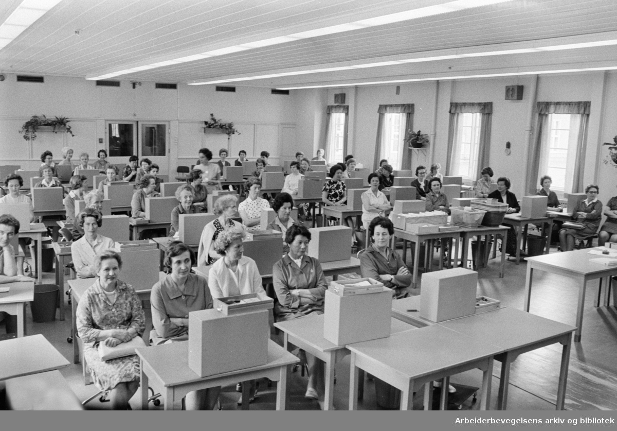 Norsk Tipping A/S. Fra kontrollsalen. Juni 1967