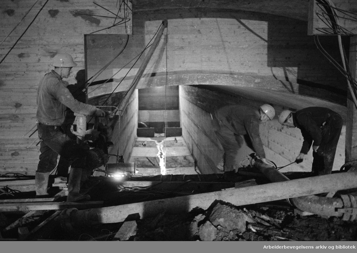 Maridalen: Oset renseanlegg står ferdig. Magasinet. Edvard Jokerud, Asbjørn Eriksen og Bjarne Holter. Desember 1970