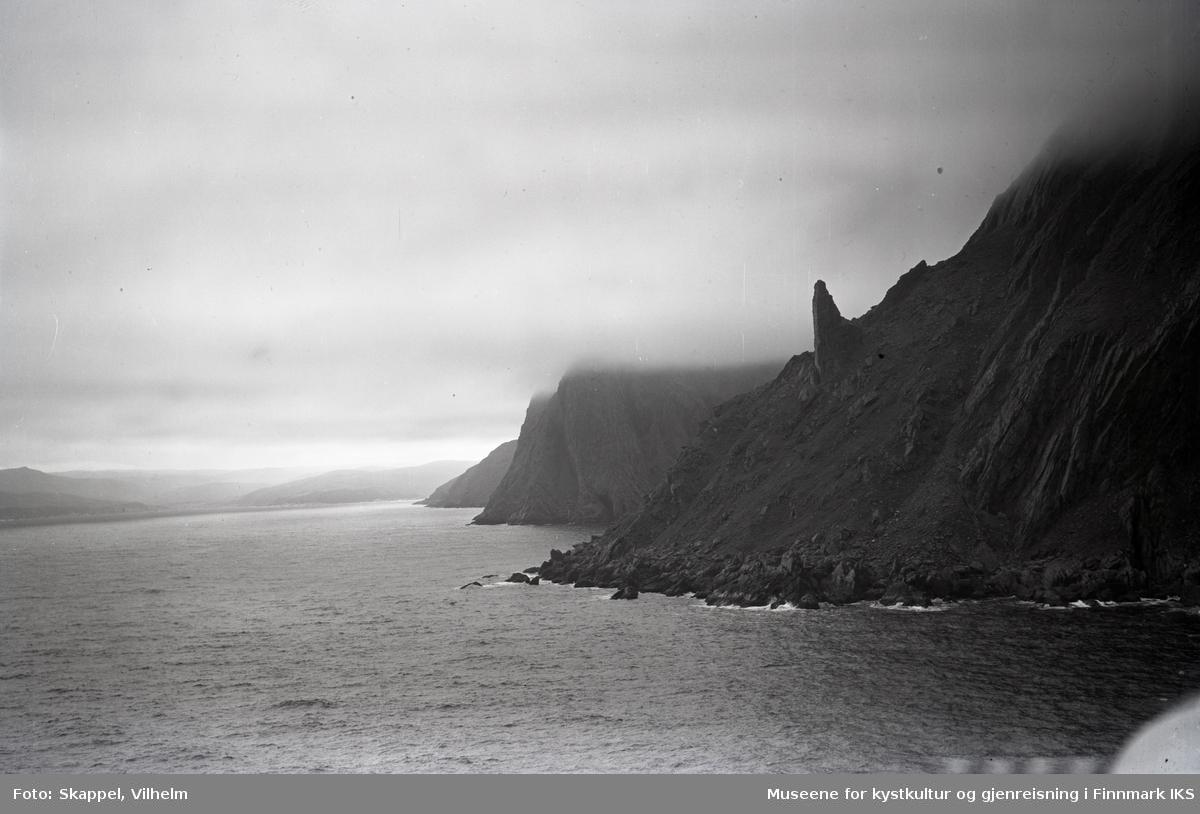 Flyfoto. Nordkapphornet på østsiden av Nordkapp-platået. 31.07.1952.