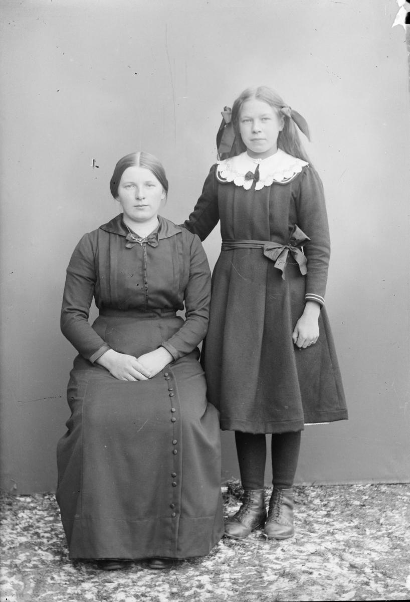 Portrett av to kvinner/barn