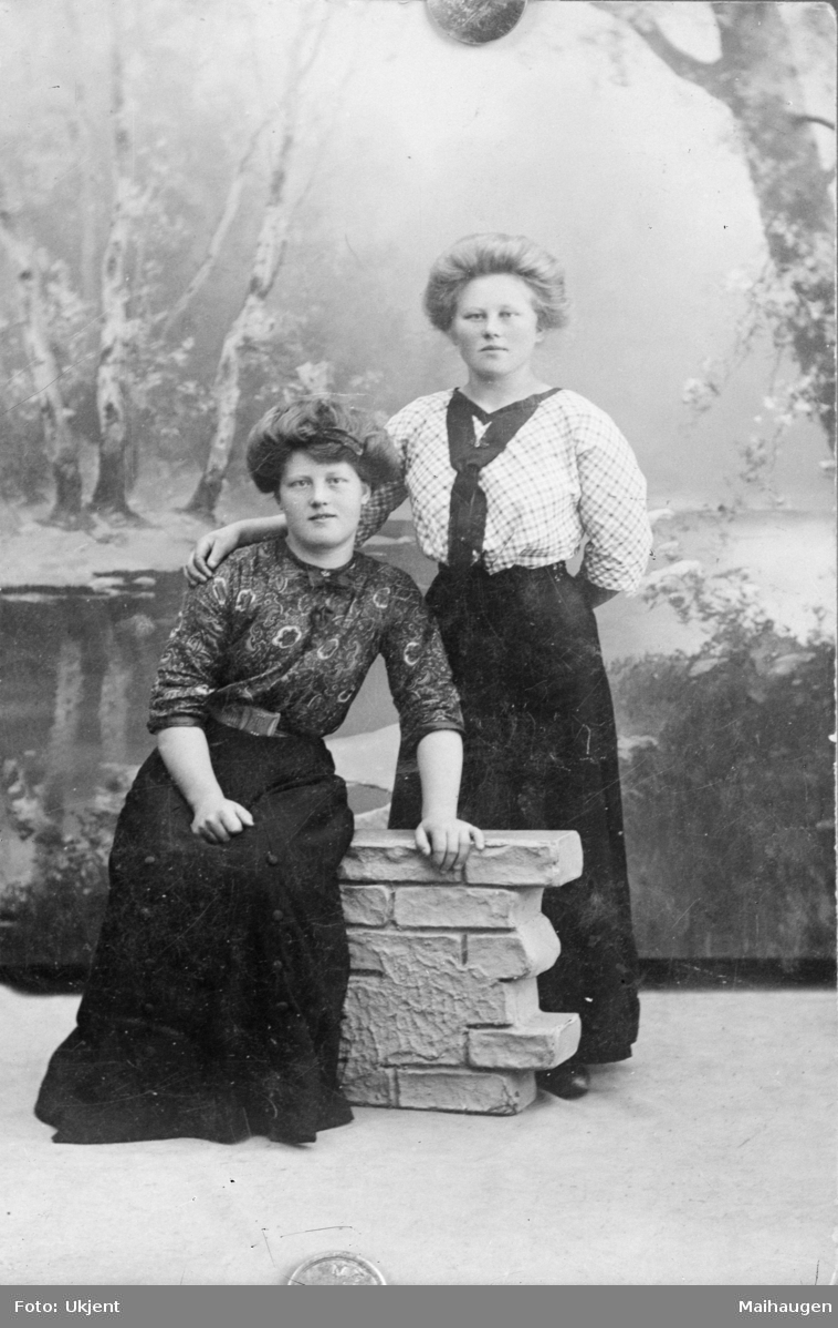 Portrett av to kvinner