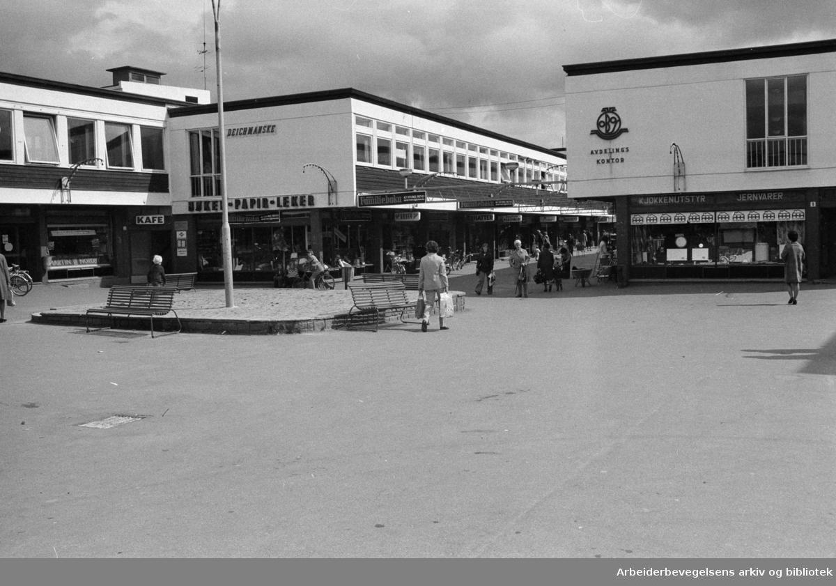 Lambertseter Kjøpesenter. Mai 1973