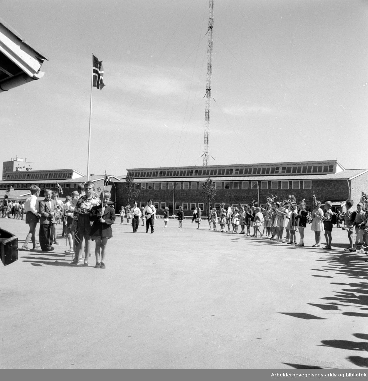 Lambertseter skole innviet. Juni 1957